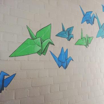 Kraanvogels voor geluk – een muurschildering